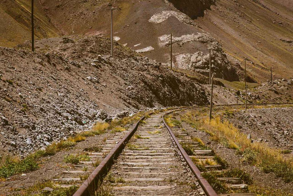 vias de tren abandonadas en las cuevas mendoza