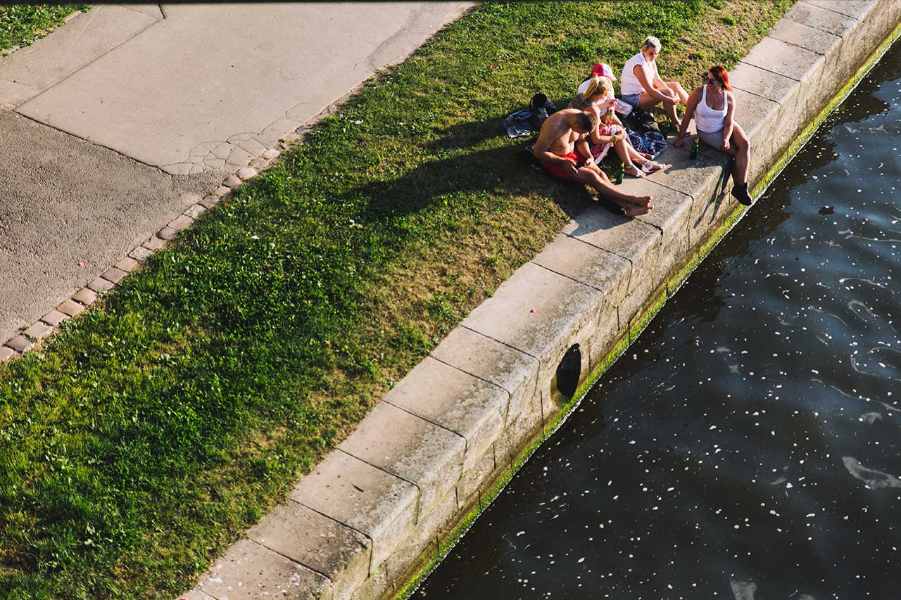 Familia sobre rio Vístula